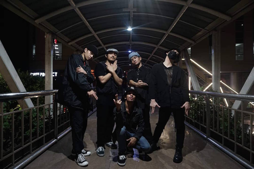 Ghetto Style Killaz show off their dance skills in new Koolworkz video.